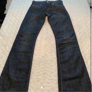Jätte snygga bootcut jeans ifrån Hugo boss! Passar storlek S!