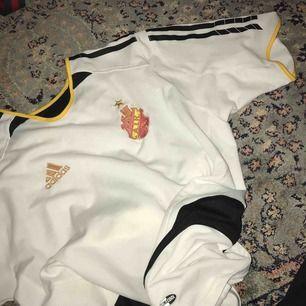 AIK adidas limited edition fotbolls tröja, fläckfri & mycket bra skick.