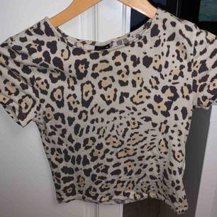 T shirt ifrån Gina  Kan frakta men köparen står för kostnaden