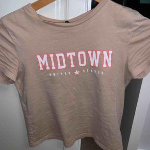 T shirt från HM  Fraktar men köparen står för kostnaden