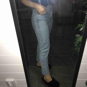 Jättefina boyfriend jeans. Köpta i Paris men vet inte vilken affär. För mer information, kontakta mig gärna. Köparen står för frakten💕