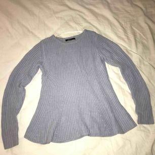 Stickad peplum tröja från gina i storlek xs