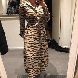 Superfin klänning i bra skick! Köparen står för frakten :)