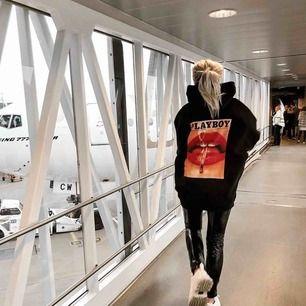Säljer min oversized playboy hoodie! Köpt för 700kr, kan mötas i Sthlm och frakta!😚 Bilden är tagen från Linn Ahlborgs insta! Kan skicka mer bilder vid behov!