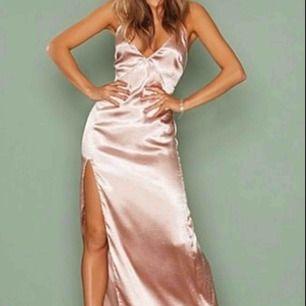 Rose Festklänning/ Balklänning från Nelly! Frakten inräknad i priset!
