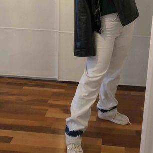 INTRESSEKOLL på dessa jeans. Skriv privat om du är intresserad. Skulle även kunna byta mot ett par i storlek 34/36!
