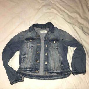 Jeans jacka, lite croppad.
