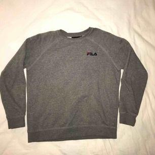 Fila sweatshirt i storlek S
