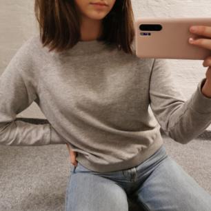 Vanlig grå sweatshirt!:)