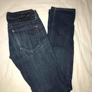 As snygga low waisted REPLAY jeans!!! 26 i waist, säljs endast pga för små
