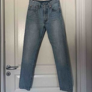 Helt nya levis jeans W25/L30  Helt nya säljer pågrund av att dom var förstora