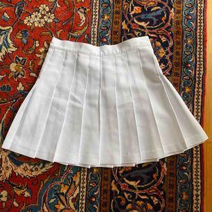 Tenniskjol från american apparel, stl M men liten i storleken. 🤩