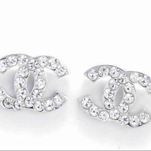 🚫Ej äkta Chanel & äkta guld/silver🚫 100kr per / par 💎 Frakten bjuder jag på ☺️
