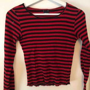 Röd-och svartrandig tröja från Gina Tricot. Jättebra skick❤️❤️