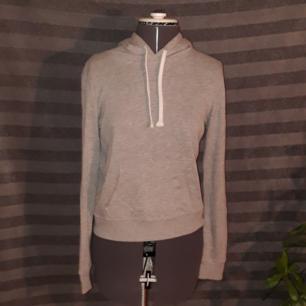Ljusgrå hoodie från HM Nypris: 150 kr