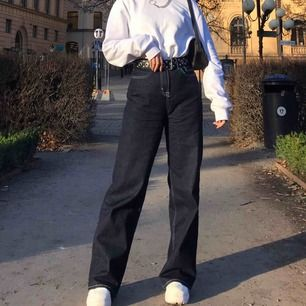 Mörk blåa jeans feån nly jeans. Jag e 166cm o dem e för långa på mig😩
