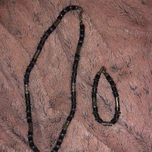 Halsband och armband. Möts upp i uppsala eller fraktar/18kr.