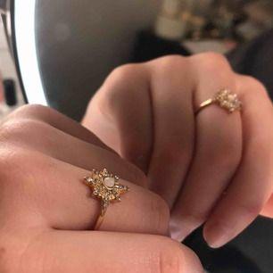 Jättefin guldig ring med stjärnmotiv. Köparen betalar frakt❣️