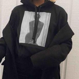 Någon som säljer någon av demhära hoodies söker!!