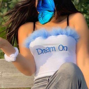 Väldigt söt ljusblå linne med fluff