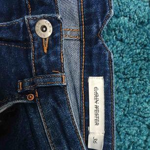 Ankellånga Carin Wester jeans. Säljer mina Carin Wester jeans då de tyvärr blivit för stora. Byxorna är använda ett fåtal gånger och är i fint skick. Kan mötas upp i Jönköping och Malmö annars tillkommer frakt. Priset går att diskutera :))
