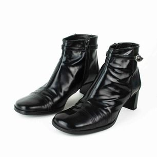 Vintage 90s 00s Y2K DKNY Jeans real leather block heel square toe ankle boots in black Label: 8 M, fit like 38 - 38.5. Judged by a person with size 38. Free shipping! Read the full description at our website majorunit.com No returns