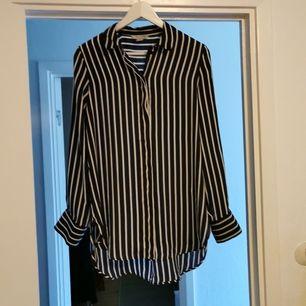 Snygg skjorta från Hm. Helt ny och i silkestyg.