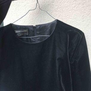 Vacker tröja i svart sammet/velour❤️ frakt tillkommer