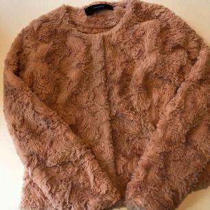 Puderrosa pälsjacka (fake) från vero Moda med fickor . Storlek M, fri frakt.