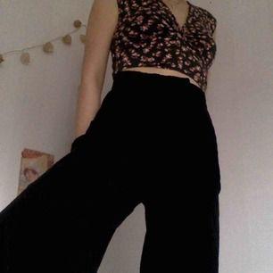 Svarta Manchester culottes som tyvärr är lite för stora för mig som är 156 cm :-(  endast provade