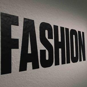 Letar du efter något speciellt? Jag kan få tag på det mesta inom streetwear, high end, vintage! Kontakta mig med förfrågningar & pris så kan vi nog lösa något. Nås enklast på Instagram @streetwear4camille