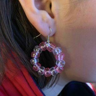 Säljer ett par örhängen jag har köpt från smycken.sthlm på instagram😍 mina favoriter men har fler därför kommer dem inte till användning😘