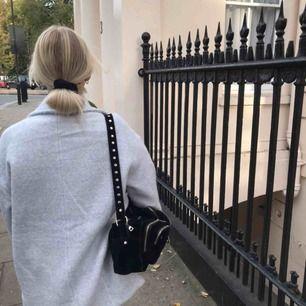 Säljer min trendiga nunno bag köpt för 1400:-  Väskan är i bra skick och frakten ingår 💕