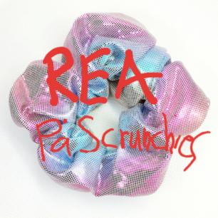 Säljer ursnygga helt nya unika scrunchies-just nu på REA för 20:-/st. Frakt kostar: 11:- IN O KIKA PÅ MIN SIDA-DÄR SER DU ALLA OLIKA♡