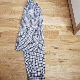 Byxor från H&M, i bra skick, använda like en gång. frakt tillkommer på 63kr