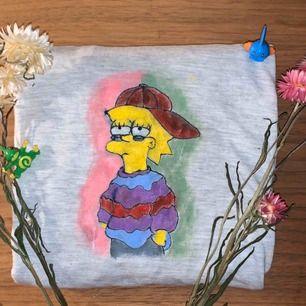 Hej! Jag säljer tröjor, byxor osv som jag själv målar. Just den på bilden är endast ett exempel och går tyvärr inte att köpas, men man kan absolut beställa liknande designer! Priset varierar beroende på!  Möts upp i Stockholm eller fraktar!💞
