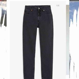 Så snygga high-waisted mom jeans! Säljes då dom tyvärr blivit för stora för mig.  Pris kan diskuteras vid snabb affär