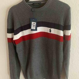 Ralph Lauren Polo tröja både för killar/tjejter (Unisex) Storlek: M Frakt med spårnummer kostar 63kr