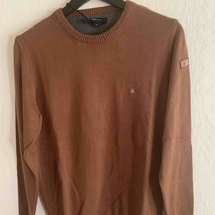 Gant tröja som är helt ny. Storlek: M AAA - Riktigt bra kvalité Frakt med spårnummer kostar 63kr