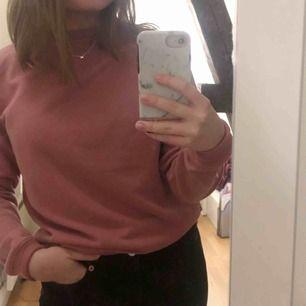 Supermysig rosa sweatshirt i strl XS men sitter som S. Frakt tillkommer