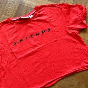 Kul kort t-shirt.
