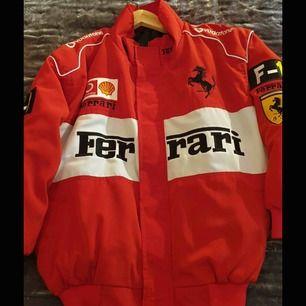 SÖKER!!! Söker en liknande Ferrari jacka skriv om ni har :)
