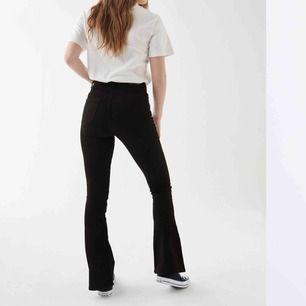 Säljer svarta bootcut jeans från Gina!! Inte min stil längre så kommer inte till användning