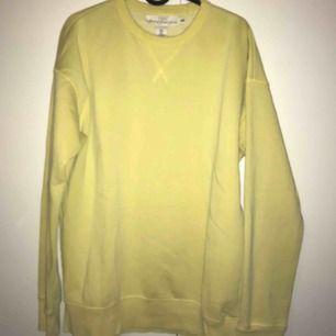 Snygg gul tröja