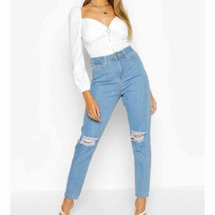 Helt oanvända mom jeans i storlek 36. Säljs då de är för små.