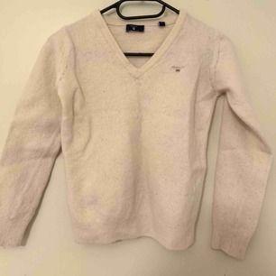 Gant vintage pulloverI strl S dock passar den som en XXS eller för 158 strl i barn. I bra skick. Kan mötas i Enköping/Uppsala annars står köparen för eventuell frakt