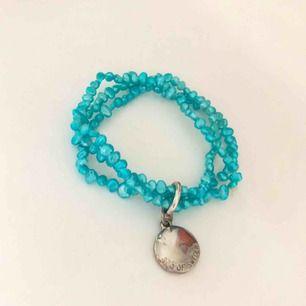 Ett blått super fint armband. OBS 35kr plus frakt ca 10-20kr