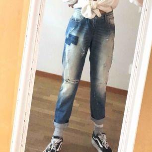 As snygga boyfriend jeans. Säljer de för att de var för stora. OBS 280kr plus frakt ca 10-20kr
