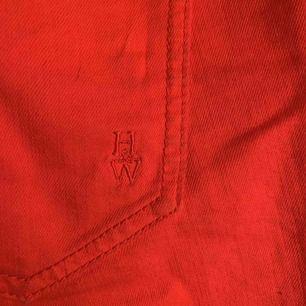 Svin coola trendiga röda shorts