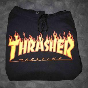 Säljer min Thrasher str S som är köpt från Junkyard. Använd en hel del men ändå i rätt bra skick. Köparen står för frakt!